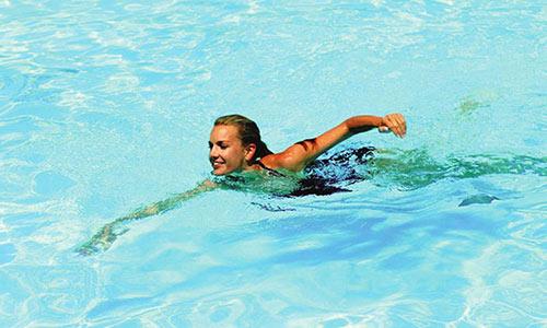 Bơi lội giúp phát triển chiều cao